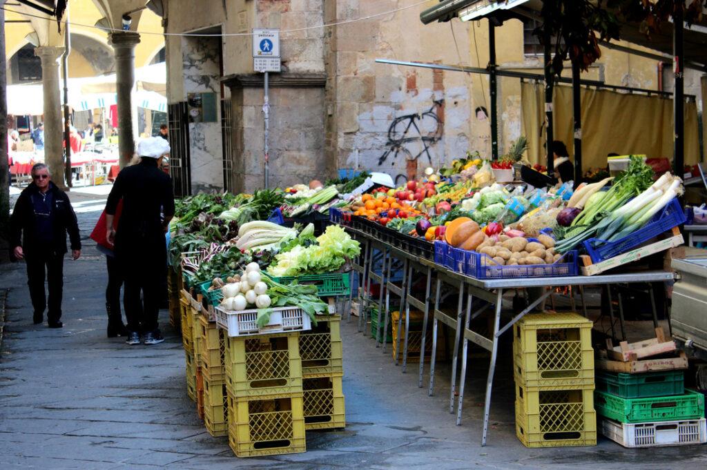 street market in pisa italy