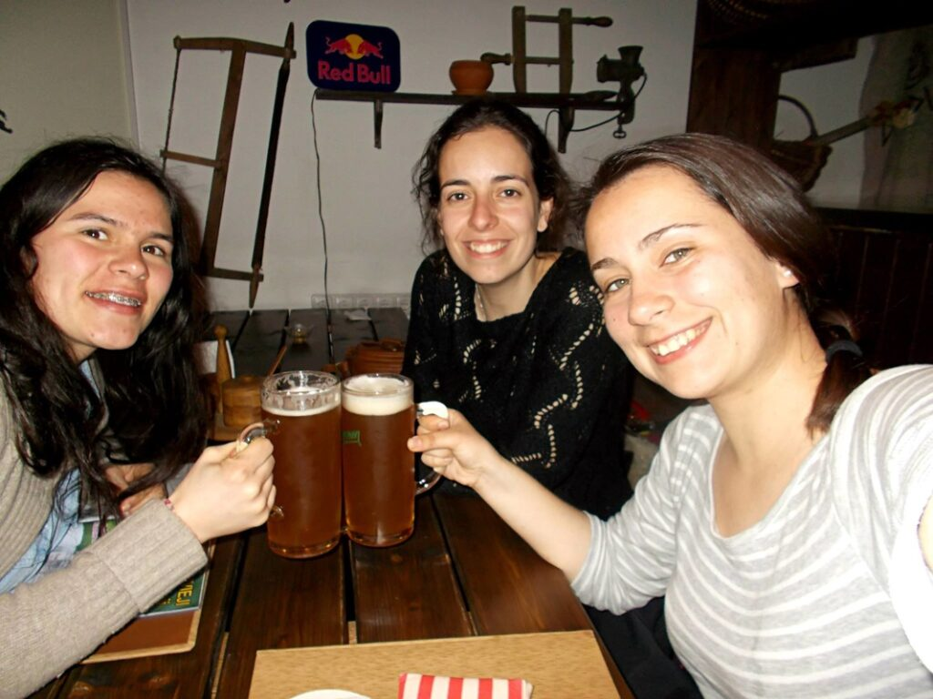 Three Portuguese girls hit a bar in Vilnius with o,5L beers