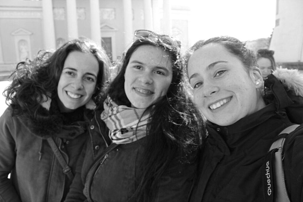 three portuguese girls in vilnius
